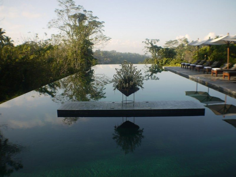 infinity-pool-design-in-bali-with-mountain-view