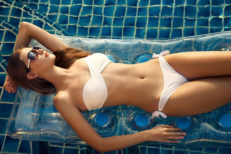 schwimmbadbau-frau-swimmingpool