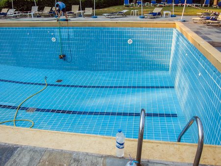 swimming pool reinigung
