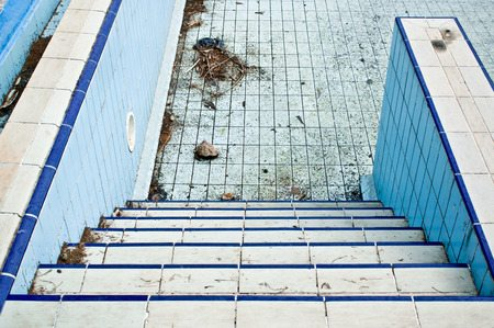 swimming pool schmutz dreck putzen
