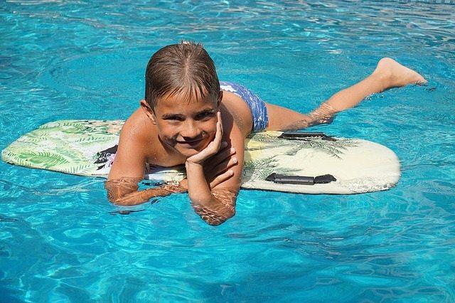 Kind im Swimmingpool, Haftungsfrage bei Unfällen